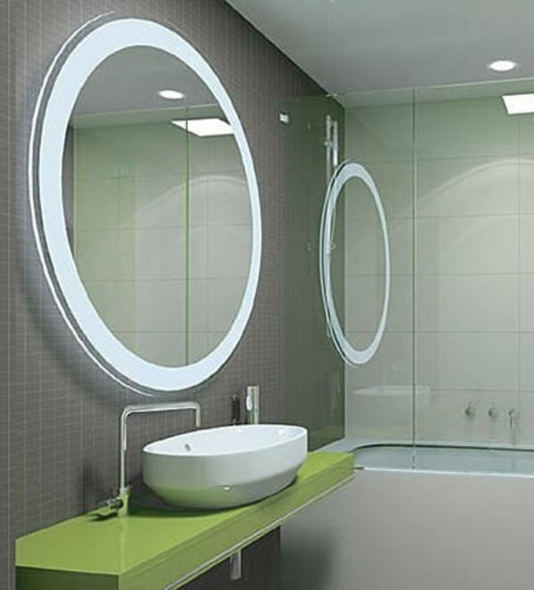 runder-badspiegel-mit-interessanter-beleuchtung
