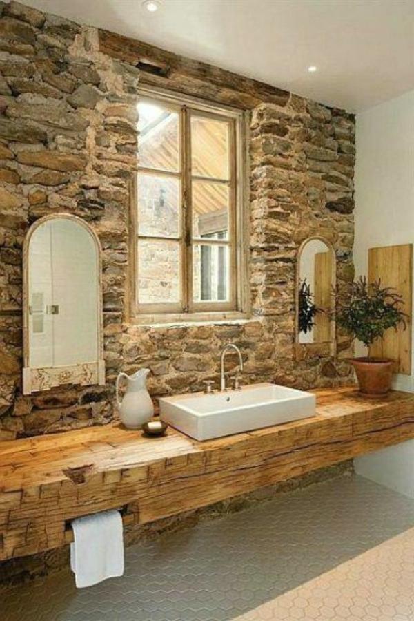 rustikales-schönes-badezimmer-mit-einem-designer-badspiegel