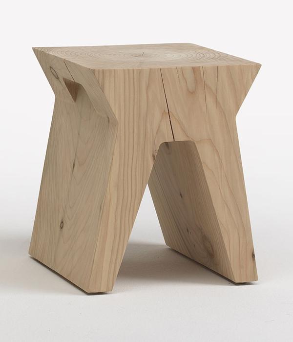 schön--ausgeführter-Hocker-aus-Naturholz