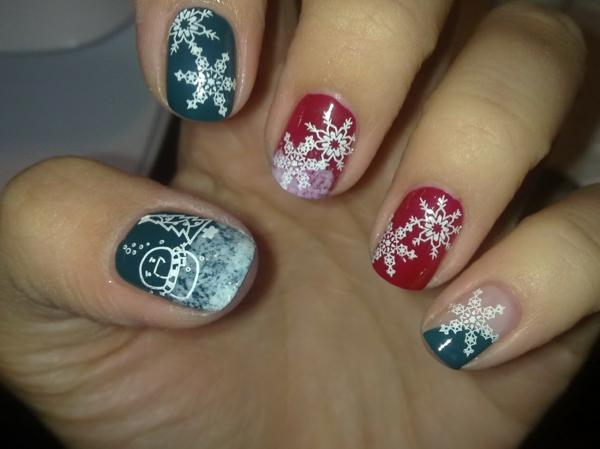 schön-dekorierte-Nägel-für- Weihnachten-coole-Ideen.-Gelnägel-für-Weihnachten