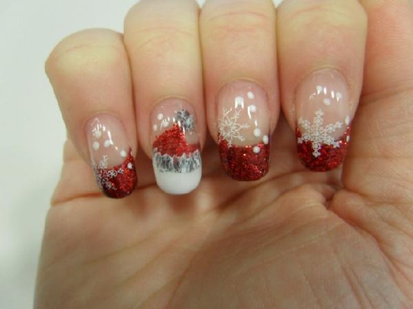 schön-dekorierte-Nägel-für- Weihnachten-mit-Weihnachtsmotiven-Gelnägel-für-Weihnachten