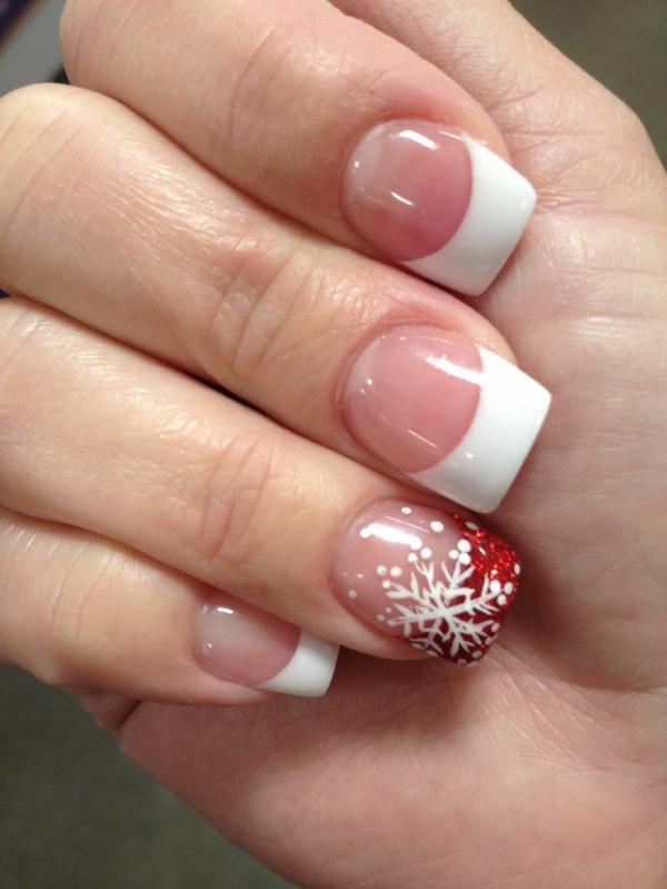 schön-dekorierte-Nägel-für- Weihnachten-schlichte-Nägel-mit-schönem-Dekoelement