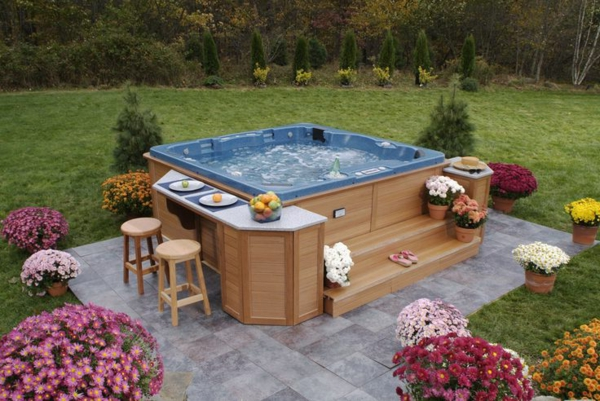 schöne-Ideen-für-die-Gestaltung-eines-perfekten-Gartens-mit- -Whirlpool-tolle-Idee