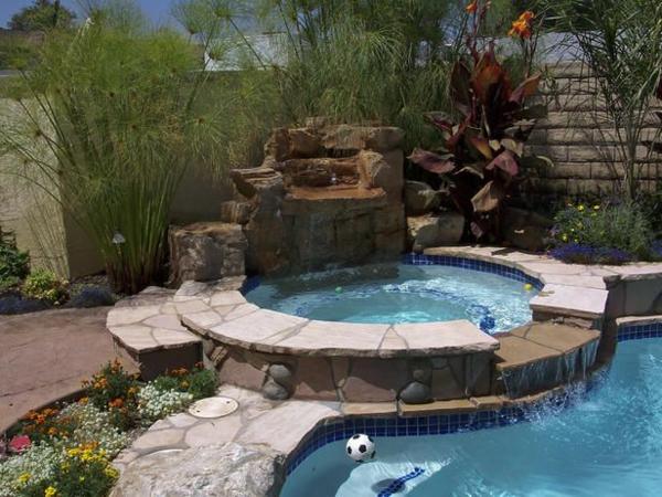 schöne-Ideen-für-die-Gestaltung-eines-perfekten-Gartens-mit- rundem-Whirlpool