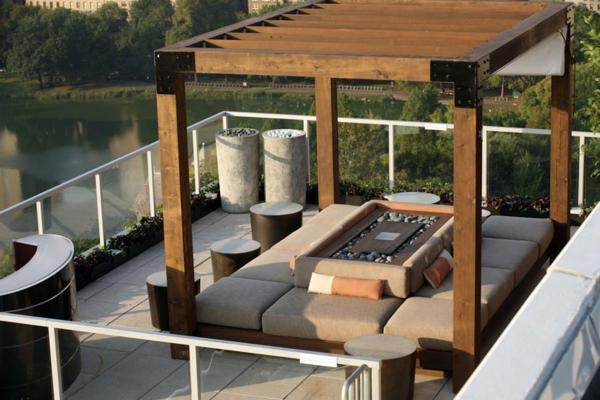 --schöne-Terrasse-mit-modernen-Möbeln-einrichten