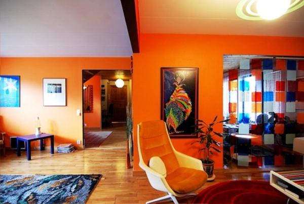 schöne-orange-farbgestaltung-im-wohnzimmer