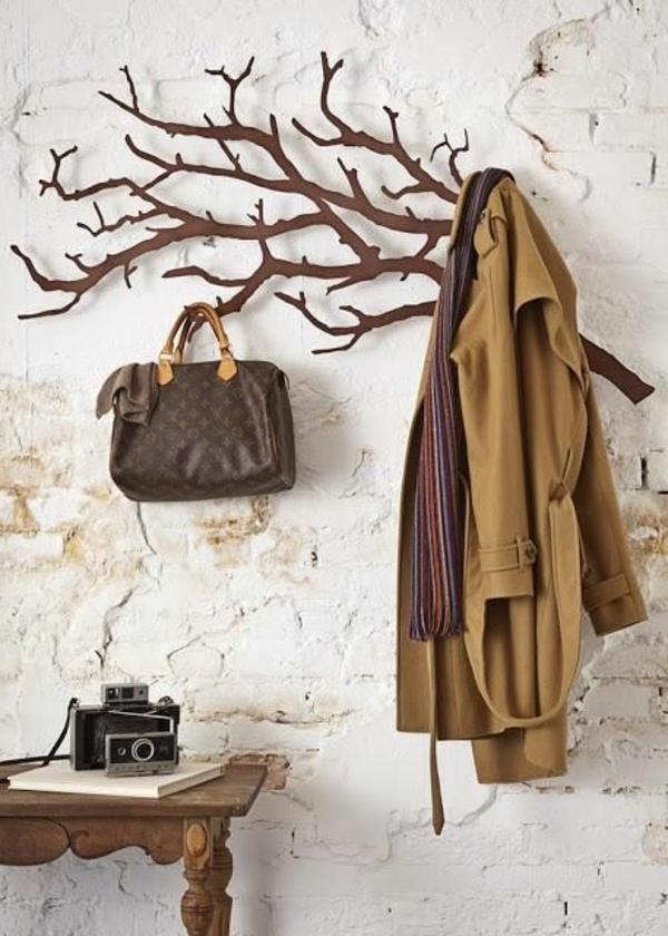schöner-Kleiderständer-aus-Holz-tolle-Wohnideen