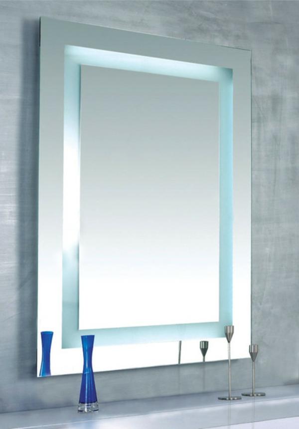 schöner-spiegel-im-modernen-badezimmer
