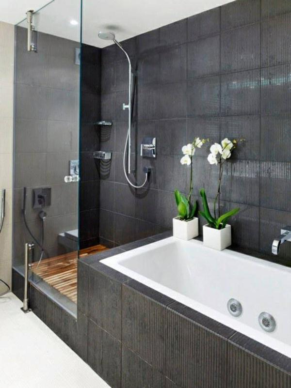 schönes-Badezimmer-mit-toller-Einrichtung-