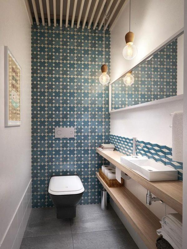 schönes-Badezimmer-mit-toller-Einrichtung-coole-Badfliesen