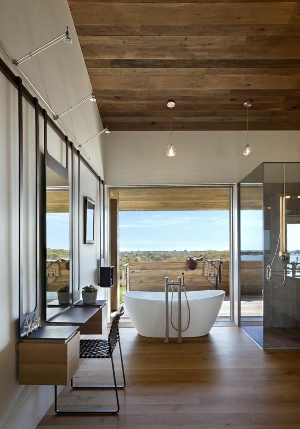 schönes-großes-Badezimmer-mit-toller-Einrichtung