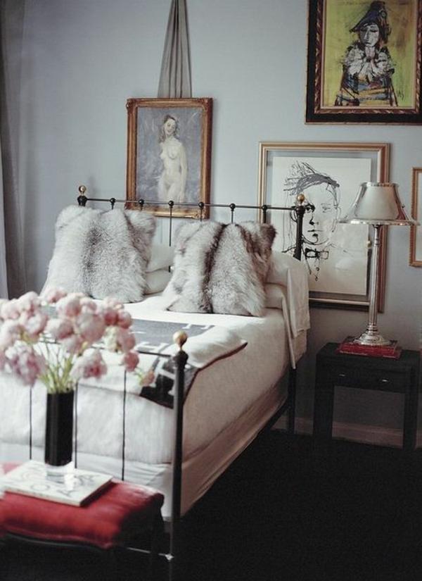 schlafzimmer-modern-gestalten-viele-bilder-an-der-wand