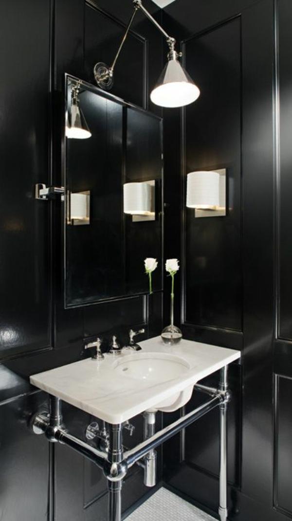 schwarzes-badezimmer-mit-einem-designer-badspiegel