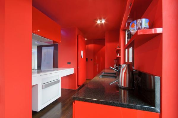 sehr-interessante-rote-küchen-wandfarbe