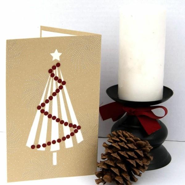 selbstgebatselte-weihnachtskarten-unikale-gestaltung-mit-einer-zapfe