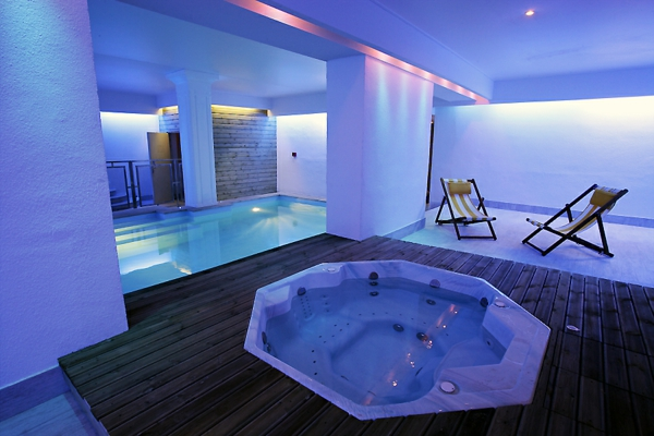 super-Whirlpool-Luxus-Design-für-das-Badezimmer