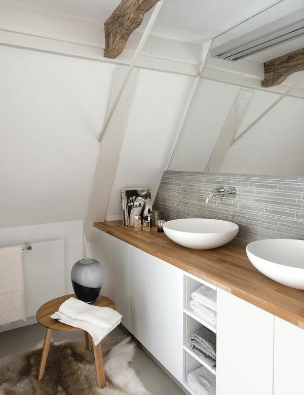 super-gestaltetes-beeindruckendes-badezimmer-mit-einem-designer-badspiegel