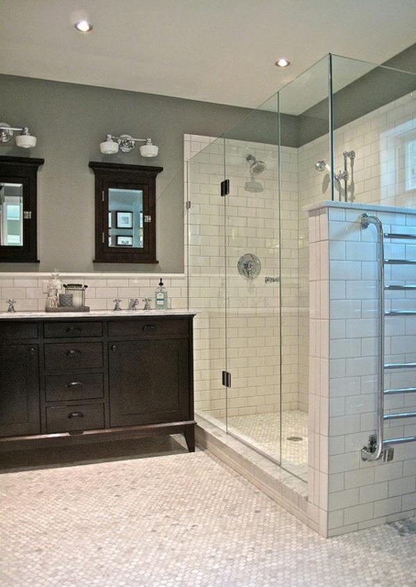 super--modernes-Badezimmer-mit-Heizkörper-und-Handtuchhalter-