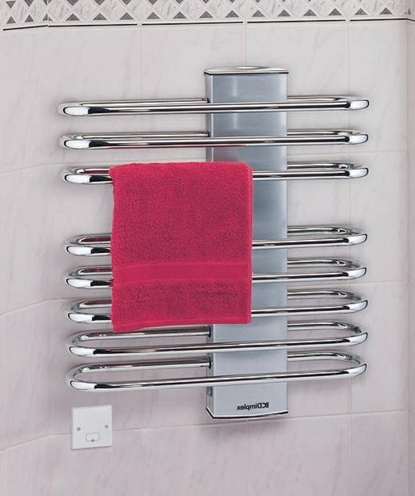 super-modernes-Badezimmer-mit-Heizkörper-und-Handtuchhalter-in-toller-Form