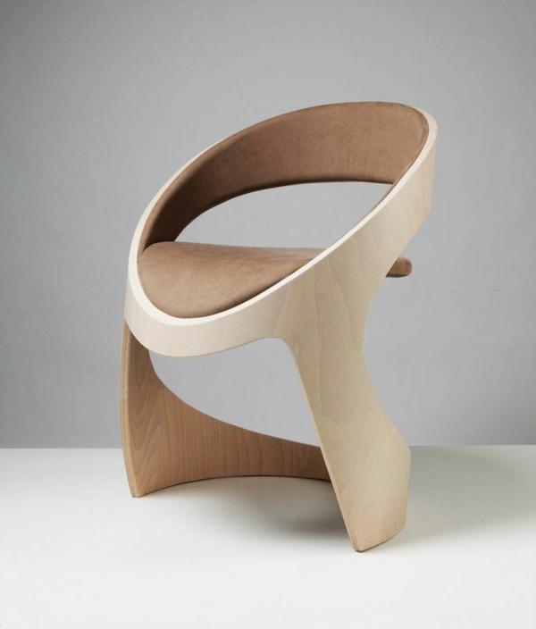 super-toller-designer-Stuhl-aus-Holz-mit-fantastischem-Design
