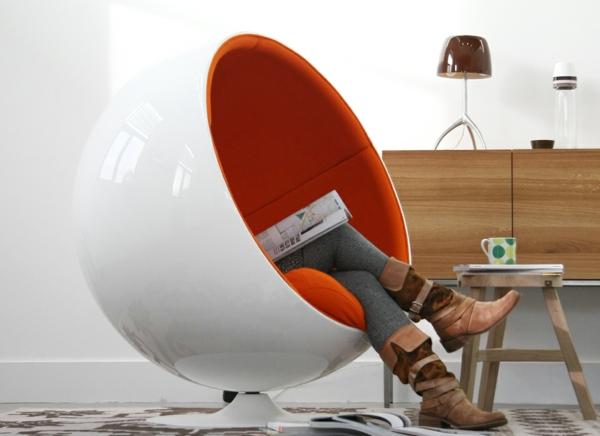 -super-tolles-Design-für-einen-Sessel-in-Weiß