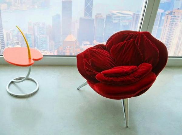 -super-tolles-Design-für-einen-Sessel--in-Rot-wie-eine-Rose