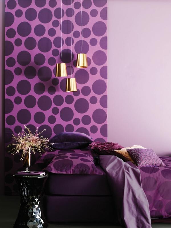 Wohnzimmer Farben Und Tapeten : tapeten-farben-ideen-akzent-lila-wand