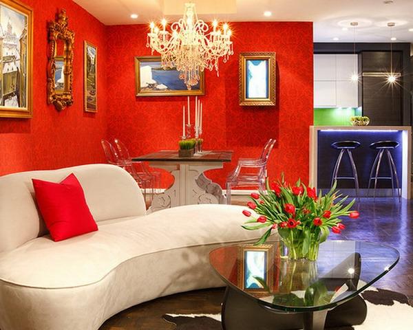 tapeten-farben-ideen-attraktive-rote-wand-und-weißes-sofa