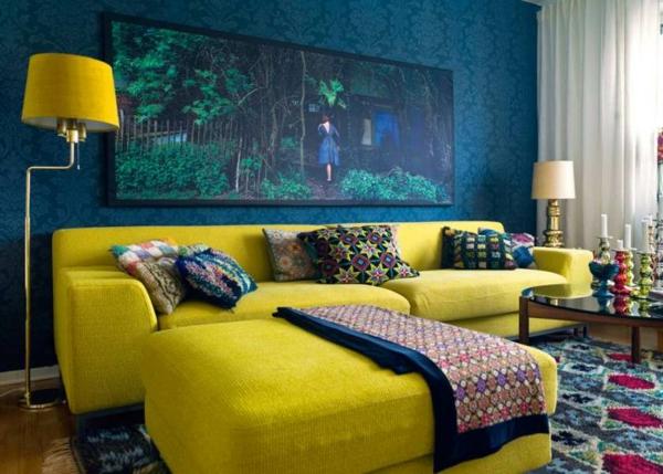 tapeten-farben-ideen-blaue-wand-und-gelbe-möbel