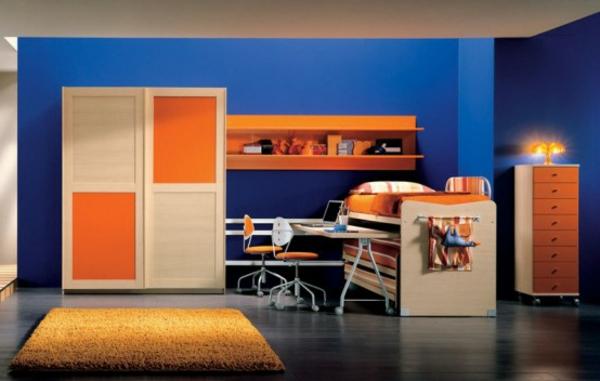tapeten-farben-ideen-blaue-wand-und-orange-möbel