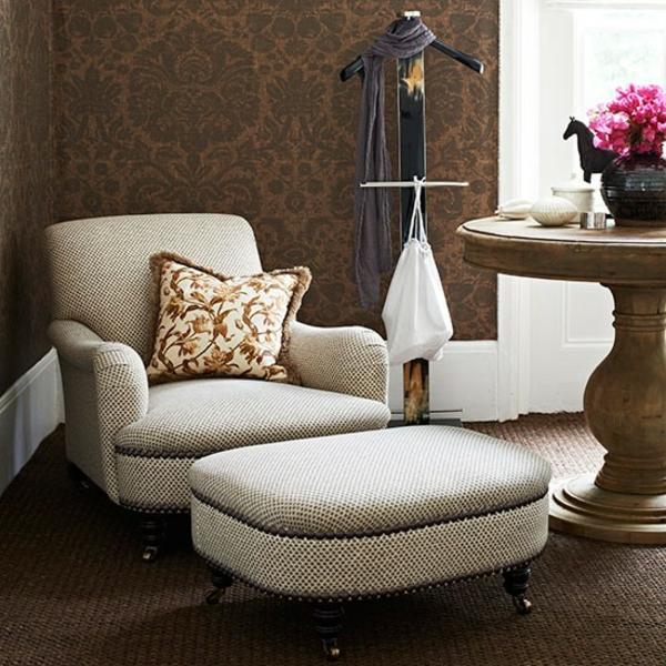 tapeten-farben-ideen-braune-wände-und-weiße-möbel