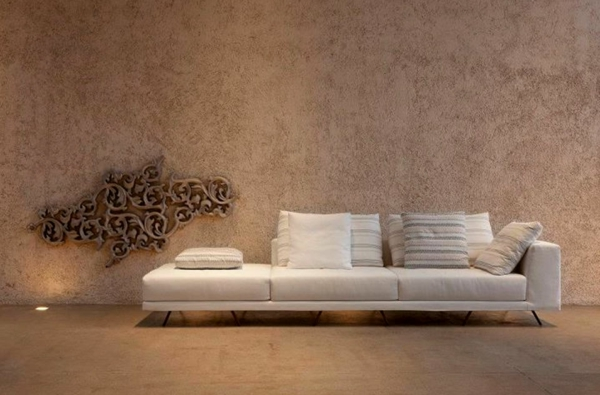 Tapeten Farben Ideen Braune Wand Und Sofa In   Braune Schlafzimmerwand