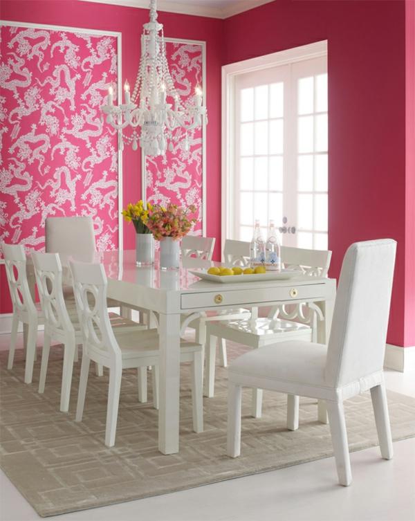tapeten-farben-ideen-esszimmer-mit-weißen-möbeln-und-rosigen-wänden