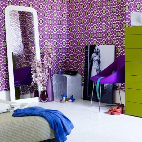 tapeten farben ideen groer spiegel in lila zimmer - Tapeten Lila Farbe Wandgestaltung