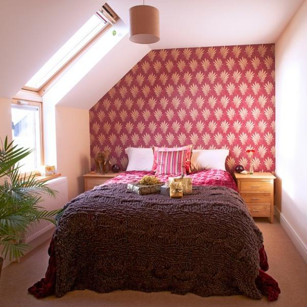 tapeten-farben-ideen-kleines-schlafzimmer-mit-roter-wand