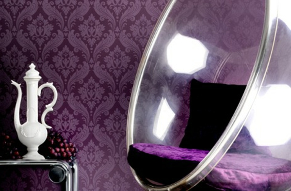 tapeten-farben-ideen-lila-tapete-und-coole-stuhl
