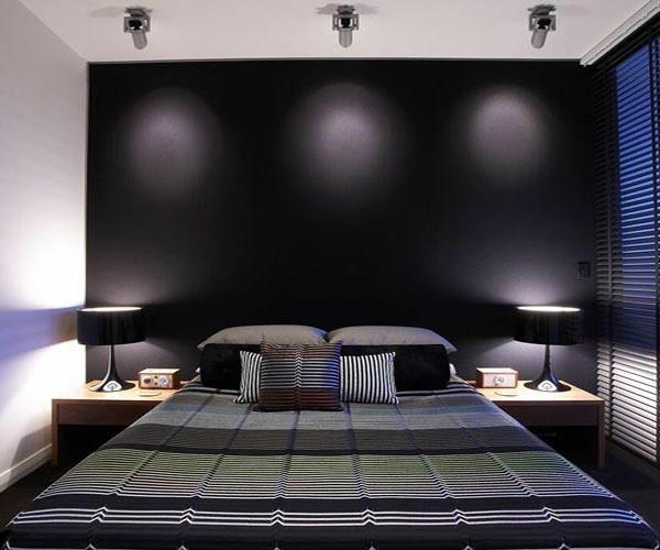 tapeten-farben-ideen-moderne-schwarze-wand