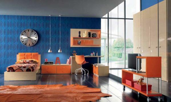 tapeten-farben-ideen-orange-möbel-und-dunkel-blaue-wände