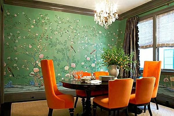 tapeten-farben-ideen-orange-stühle-und-grüne-wand