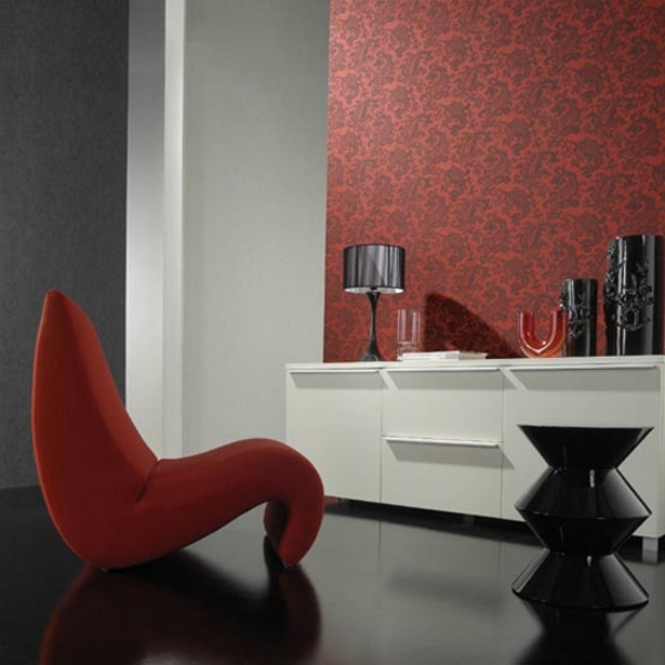 Schwarze Tapete Kombinieren : tapeten-farben-ideen-roter-sessel-und-rote-tapete
