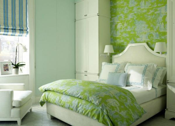 Tapeten Kombinieren Schlafzimmer : kleines gem?tliches schlafzimmer in wei? und gr?n