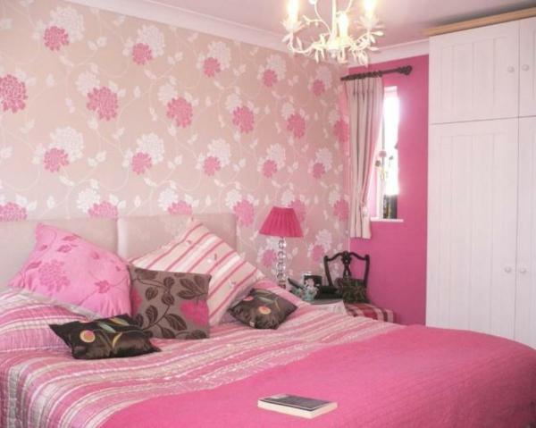 tapeten-farben-ideen-süßes-rosiges-schlafzimmer