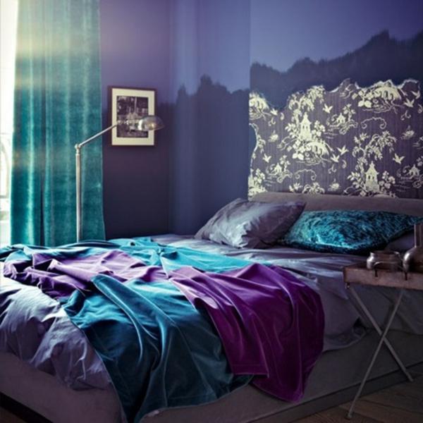 tapeten-farben-ideen-schlafzimmer-in-lila-und-blau