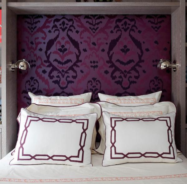 tapeten-farben-ideen-schlafzimmer-mit-einer-lila-wand