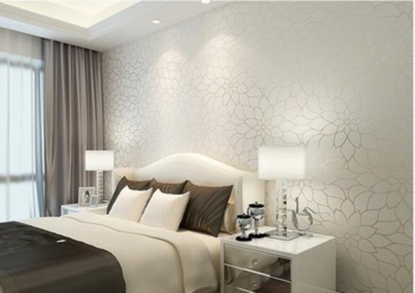 ... lampen und großes bett im eleganten schlafzimmer - weiße tapeten