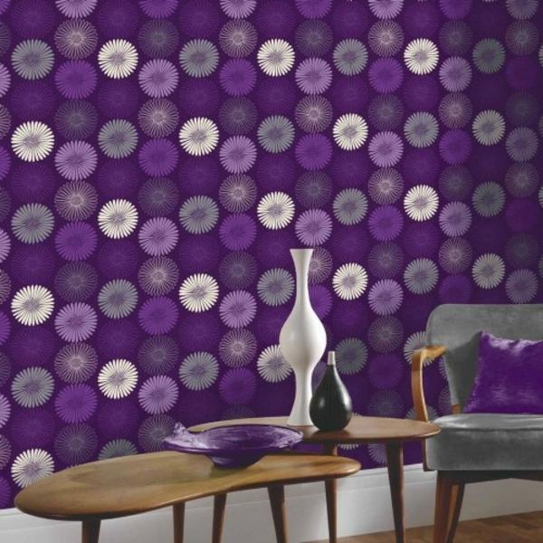 tapeten-farben-ideen-wohnzimmer-mit-cooler-lila-wandgestaltung