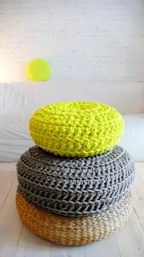 tolle-Dekoration-mit-frischen-neon-Farben-Sitzkissen