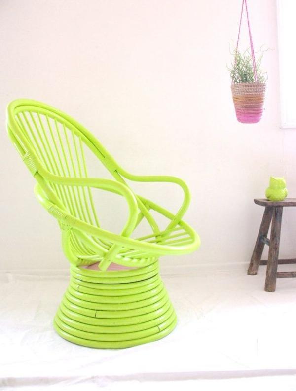 tolle-Dekoration-mit-frischen-neon-Farben-super.cooler-Stuhl