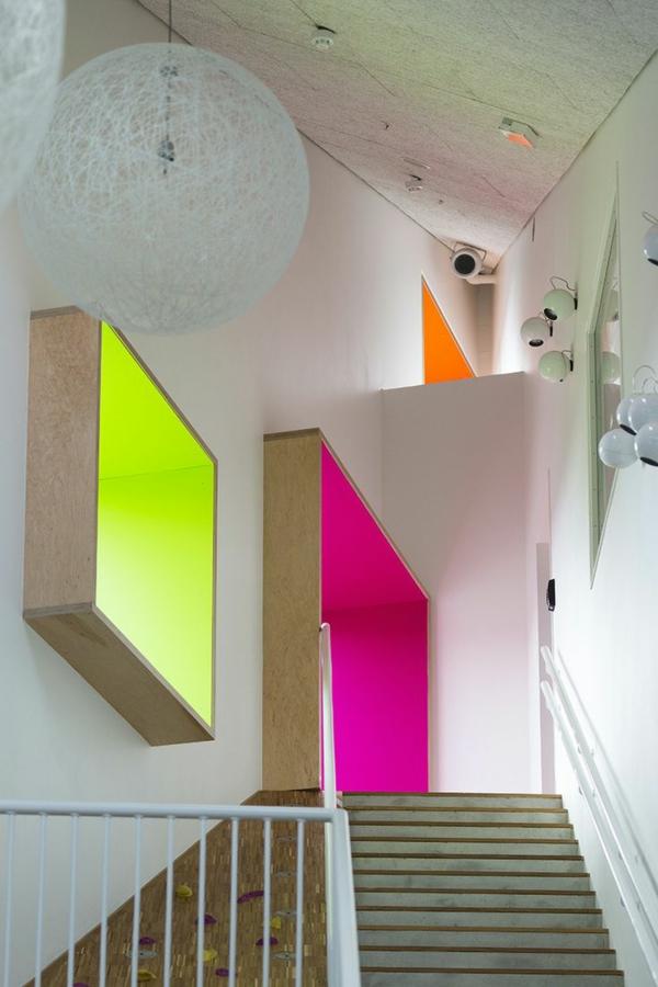 -tolle-Dekoration-mit-frischen-neon-Farben