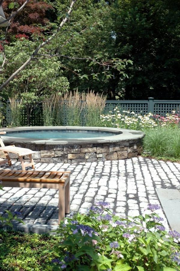 tolle-Ideen-für-die-Gestaltung-eines-perfekten-Gartens-mit-einem-Jacuzzi-